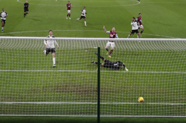 Burnley v Fulham - Premier League