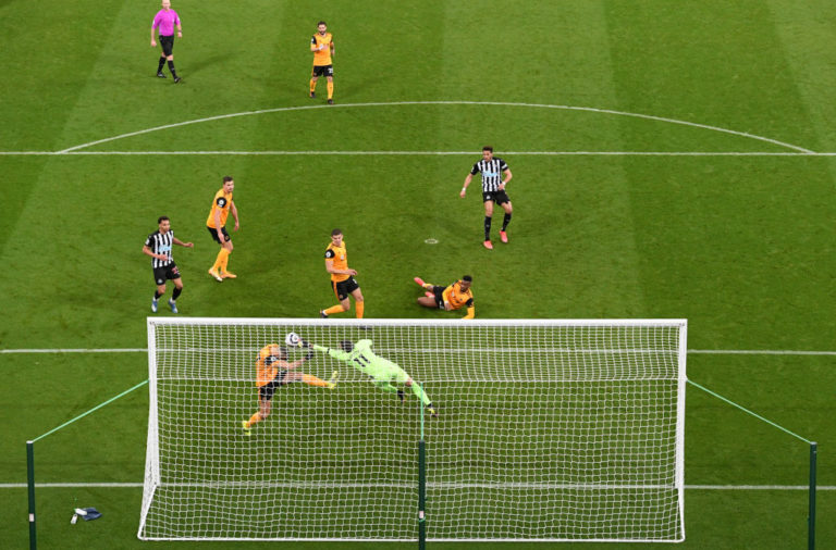 Newcastle United fans react to Joelinton's late miss against Wolves