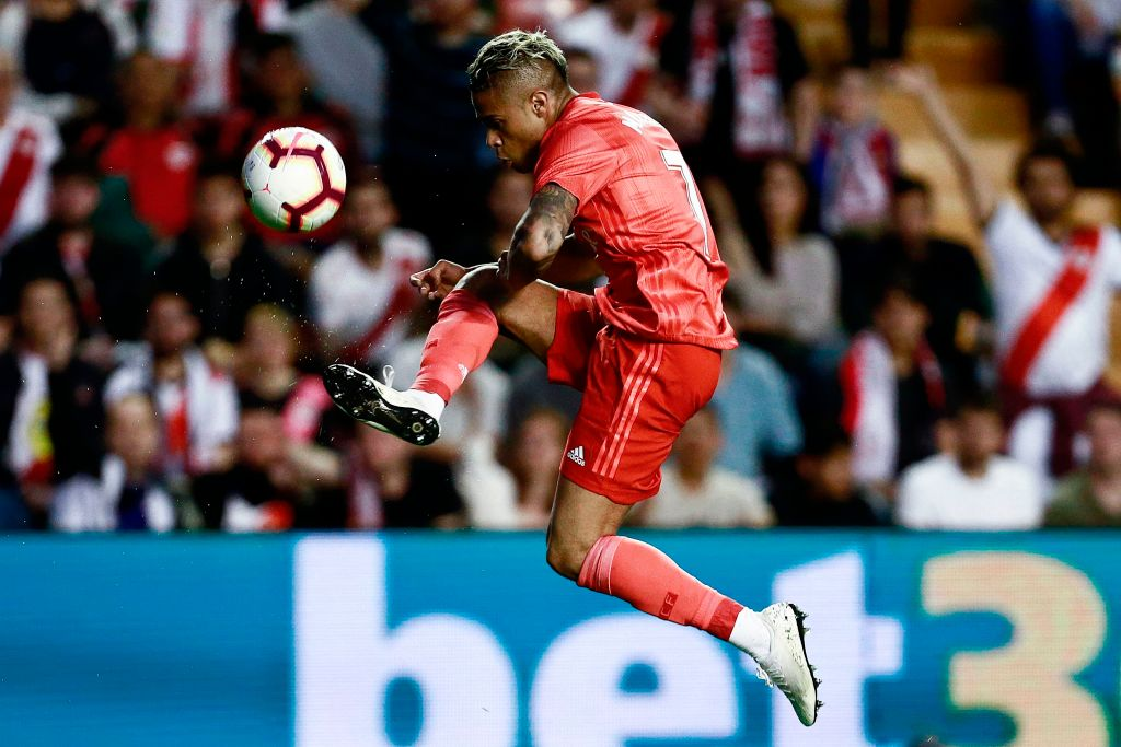 Mariano Diaz controls the ball for Real Madrid